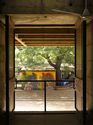 Cept University (Centre for Environmental Planning and Technology), Ahmedabad, India, Balkrishna Doshi, CEPT UNIVERSITY ARCHITECTURE SCHOOL-VIEW FROM DESIGN STUDIO ON 3RD FLOOR : Stock Photo