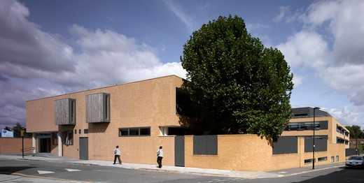 St Mary Magdalene Academy, London, United Kingdom, Feilden Clegg Bradley Architects, ST MARY MAGDALENE ACADEMY REAR BUILDINGS : Stock Photo