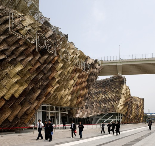 Stock Photo: 1801-50438 Shanghai Expo 2010 Spanish Pavilion, Shanghai, China, Miralles Tagliabue Embt, SHANGHAI EXPO 2010 SPANISH PAVILION MIRALLES TAGLIABUE EMBT SHANGHAI 2010 OBLIQUE ELEVATION OF STRUCTURE WITH TRADITIONAL WICKER WEAVING AND LU PU BRIDGE IN BACKGROUND