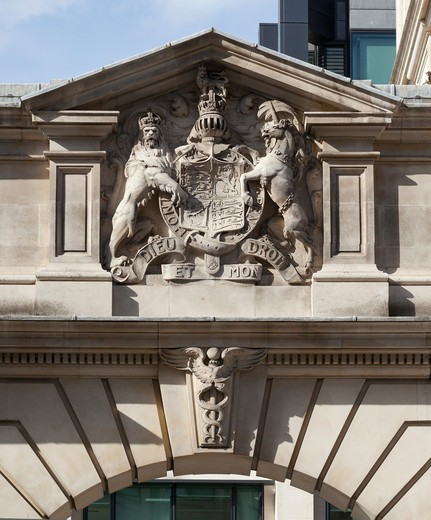 Stock Photo: 1801-55520 City Of London  King Edward Buildings (Former General Post Office Headquarters) Now Bank Of America Merrill Lynch London Hq  Sir Henry Tanner  2010. Coat Of Arms Of Edward Vii Of The United Kingdom Above The Coach Entrance To The King Edward Buildings.
