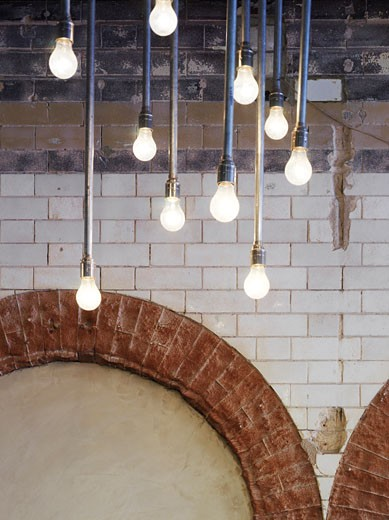 Stock Photo: 1801-5715 YARD RESTAURANT, OLD STREET, LONDON, E1 ALDGATE, UNITED KINGDOM, MODERN LIGHT FITTING WITH BARE BULBS, BUCKLEY GRAY YEOMAN