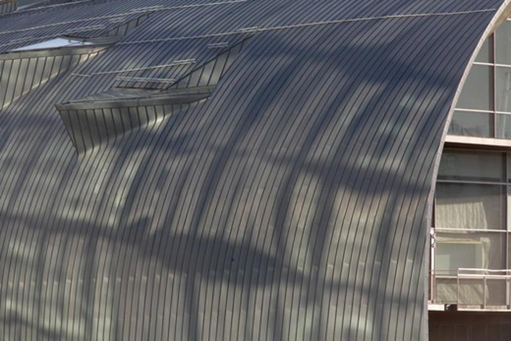 Stock Photo: 1801-58395 Kiasma Contemporary Art Museum, Steven Holl, Helsinki Finland, 1993, Reflections On Roof Of Kiasma