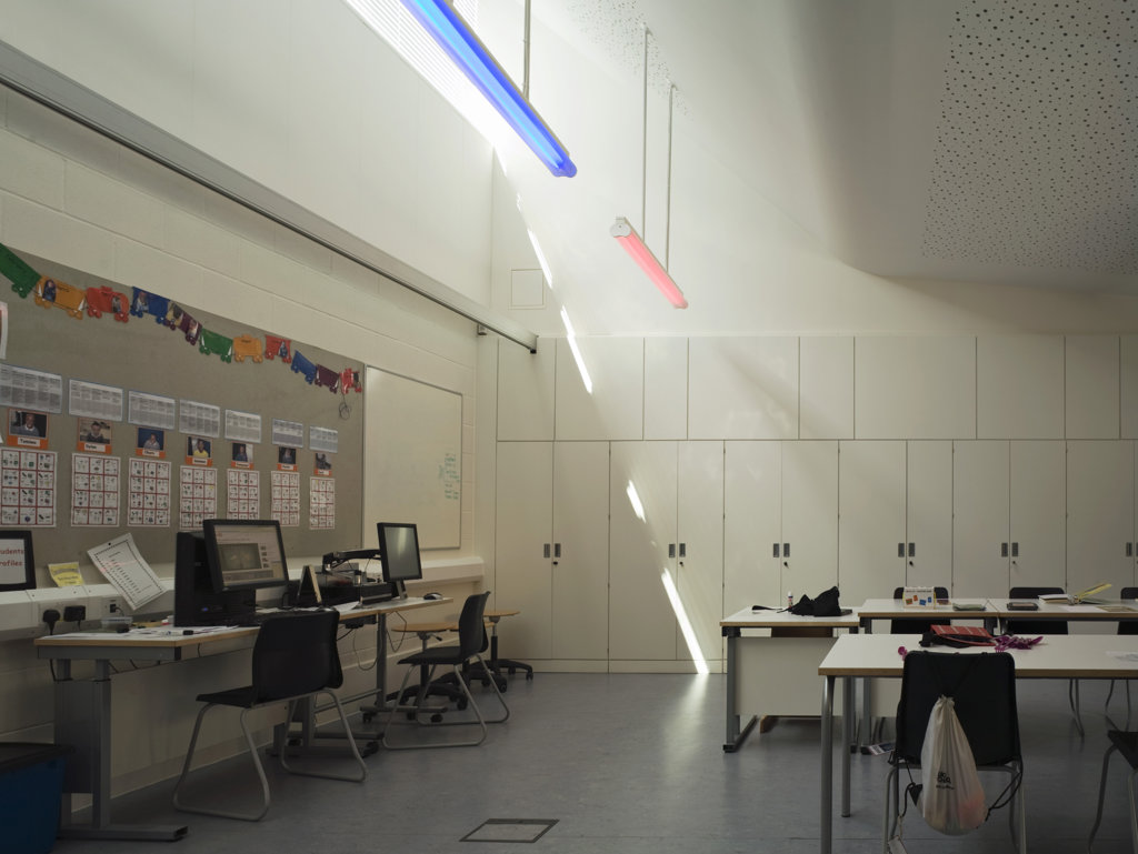 Stock Photo: 1801-59007 Tuke School, Haverstock Associates, London, 2010, Sunlit Classroom Interior With It Work Area