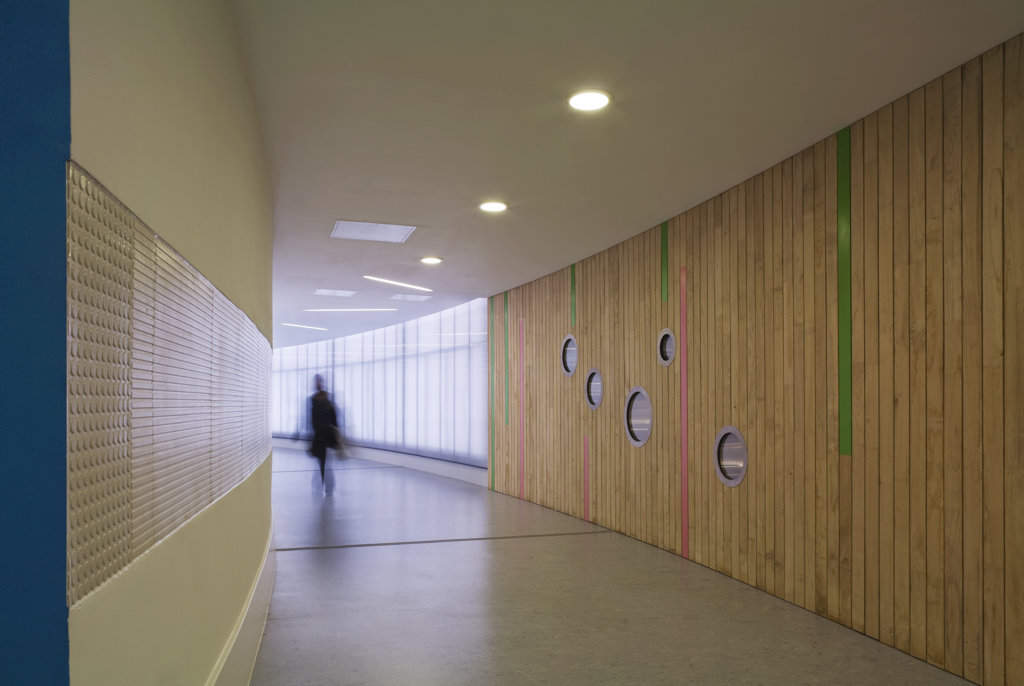 Tuke School, Haverstock Associates, London, 2010, Curved Corridor Interior With Timber And Glass Panelling : Stock Photo