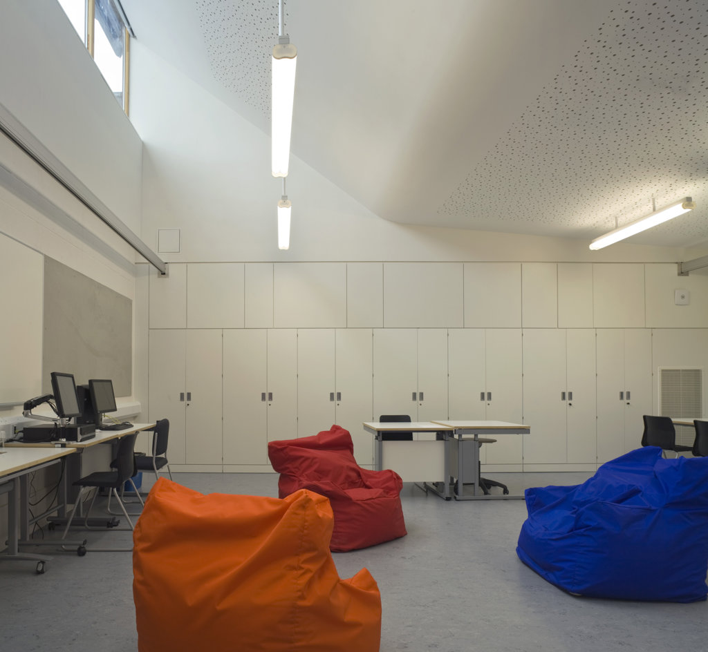Stock Photo: 1801-59012 Tuke School, Haverstock Associates, London, 2010, Classroom Interior With Bean Bag Seating And It Area