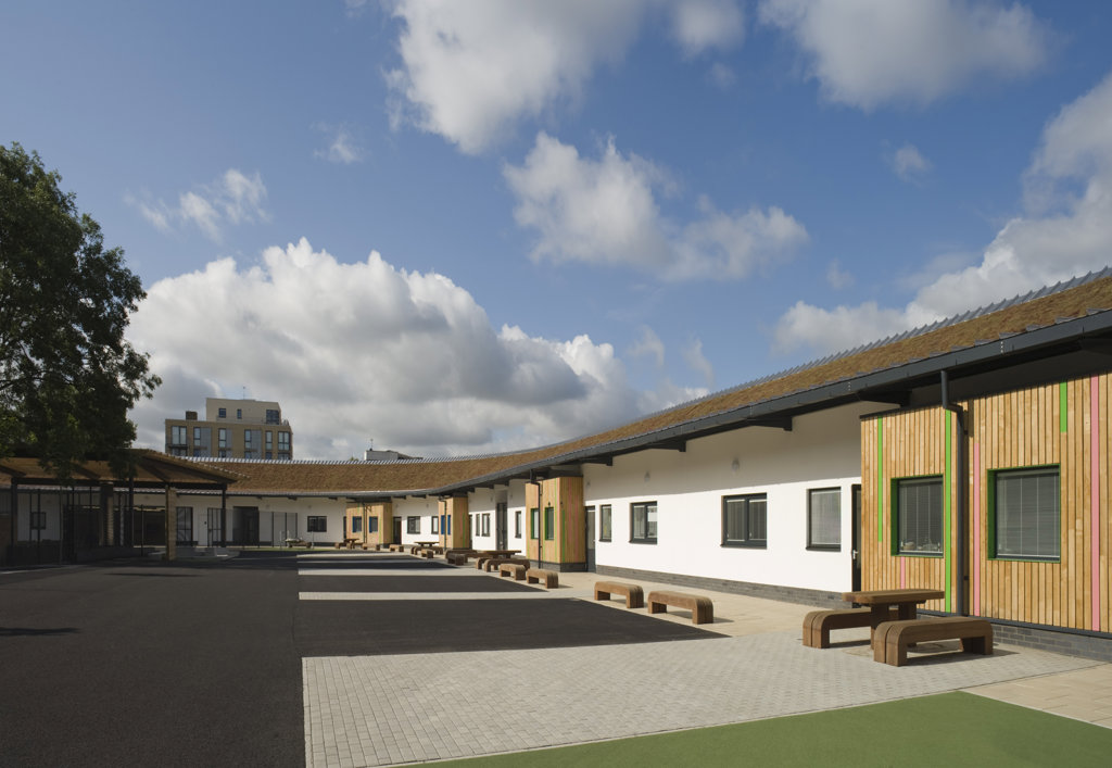 Tuke School, Haverstock Associates, London, 2010, General Elevation Of Sunlit Schoolyard : Stock Photo