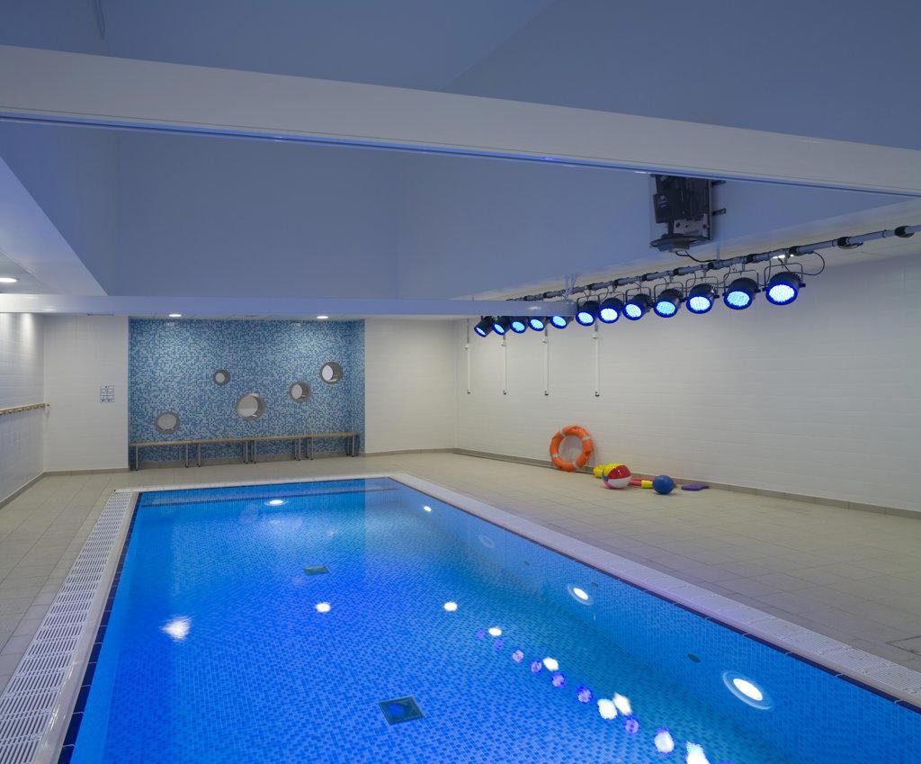 Stock Photo: 1801-59030 Tuke School, Haverstock Associates, London, 2010, Interior View Of Hydro Therapy Area