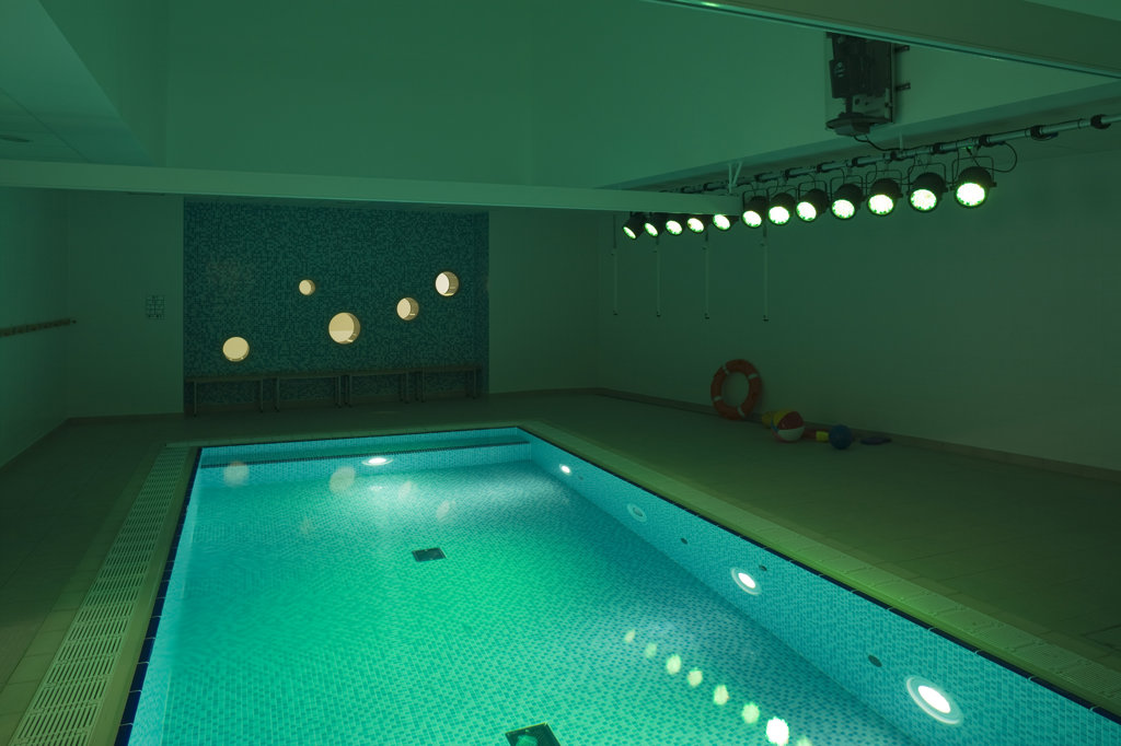 Stock Photo: 1801-59031 Tuke School, Haverstock Associates, London, 2010, Interior View Of Hydro Therapy Area