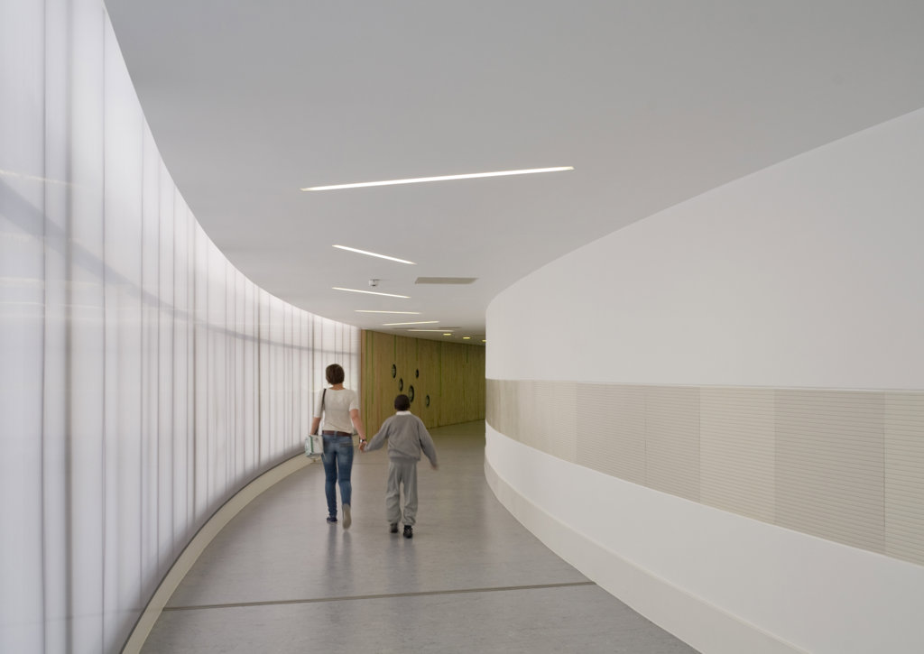 Stock Photo: 1801-59033 Tuke School, Haverstock Associates, London, 2010, Glazed And Curved Corridor With Student In Motion
