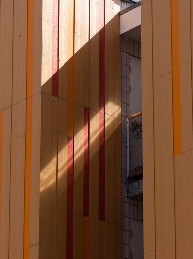 Garland Court Wansey Street  Drmm London 2009  Detail Of Sunlight On Orange Cladding : Stock Photo