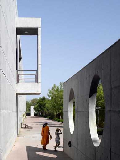 Stock Photo: 1801-61631 Indian Institute Of Management Hcp Architects Ahmedabad India- Walkway