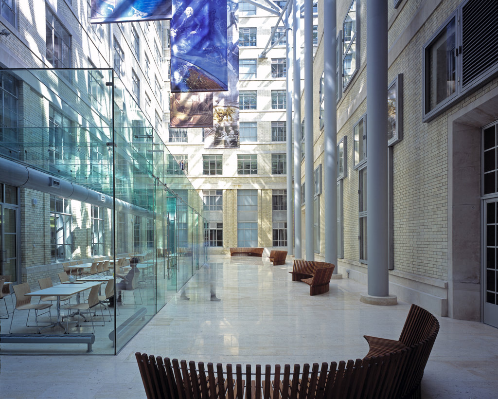 Ministry Of Defence - Mod Covered Atrium With Cafe : Stock Photo