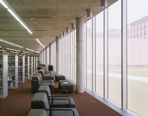 CENTRAL LIBRARY, 1000 GRAND AVENUE, DES MOINES, UNITED STATES, GROUND FLOOR GLAZING DETAIL, DAVID CHIPPERFIELD : Stock Photo