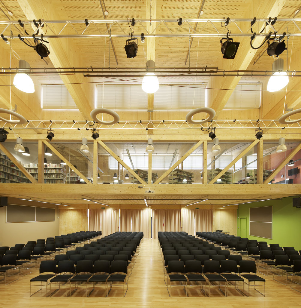 Stock Photo: 1801-70268 Waingels College  Sheppard Robson  Woodley  2010  Hall With Chairs