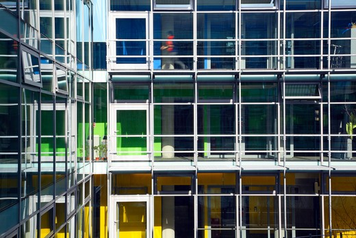 Kaleidoscope Children'S Centre  Van Heyningen And Haward Architects. C-Shaped Plan. View Of Bright Interior Looking Out Over Central Garden Space. : Stock Photo