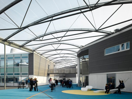 Stock Photo: 1801-71519 John Madejski Academy  Reading  Wilkinson Eyre Architects. Opened In Early 2008  It Was The First British Government Future Schools Example To Be Completed In The Uk. It Has Since Become The Design Benchmark For May Other New Government Schools  Academies And Institutes.