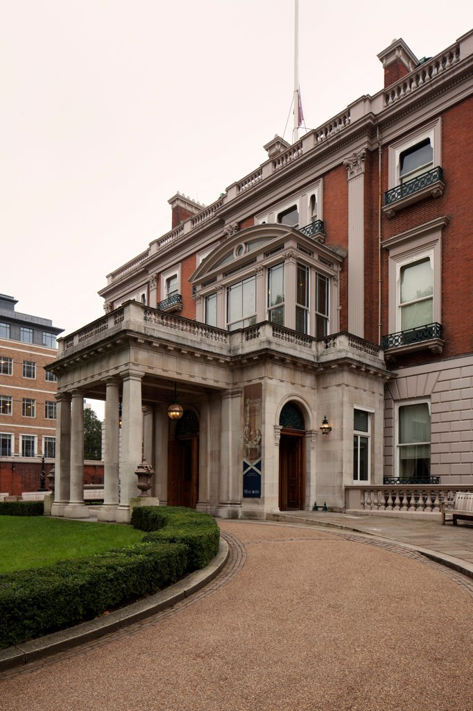 The Wallace Collection, London, United Kingdom. Architect Softroom Ltd, 2010. Entrance exterior. : Stock Photo
