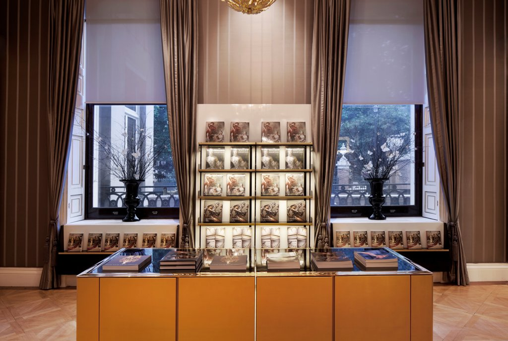 Stock Photo: 1801-72347 The Wallace Collection, London, United Kingdom. Architect Softroom Ltd, 2010. Gift shop.