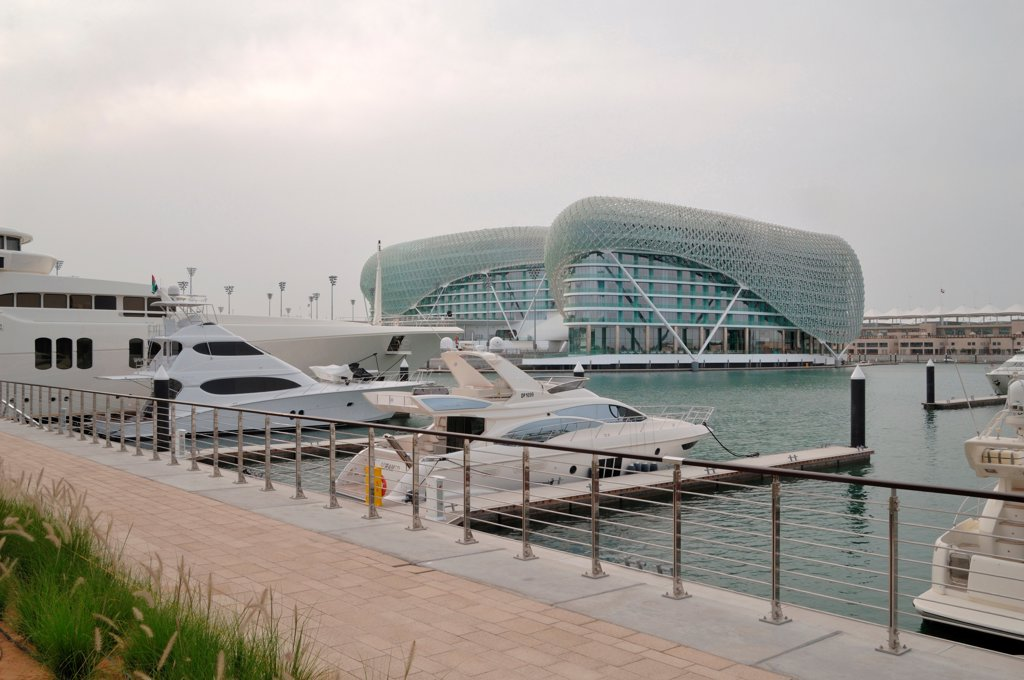 The Yas Hotel, Asymptote, Hani Rashid and Lise Anne Couture, Abu Dhabi, United Arab Emirates 2010 outside view from the marina : Stock Photo