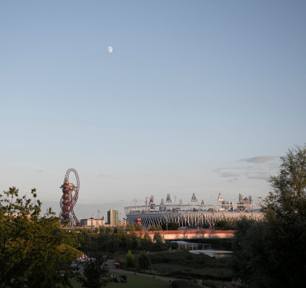 Stock Photo: 1801-74527 Olympic Stadium London 2012, London, United Kingdom. Architect: Populous, 2012. General view of Stadium with Arcelormittal Orbit by Anish Kapoor on left and park in foreground.