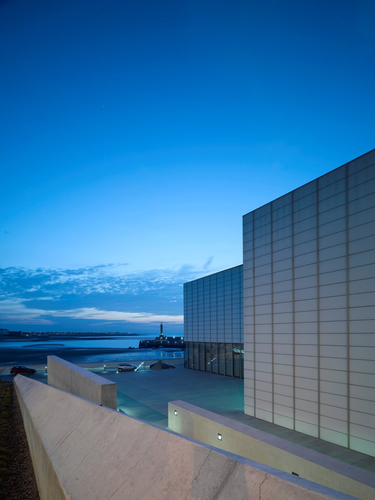 Stock Photo: 1801-74560 Turner Contemporary Gallery, Margate, United Kingdom. Architect: David Chipperfield Architects Ltd, 2011. Dusk Shot.