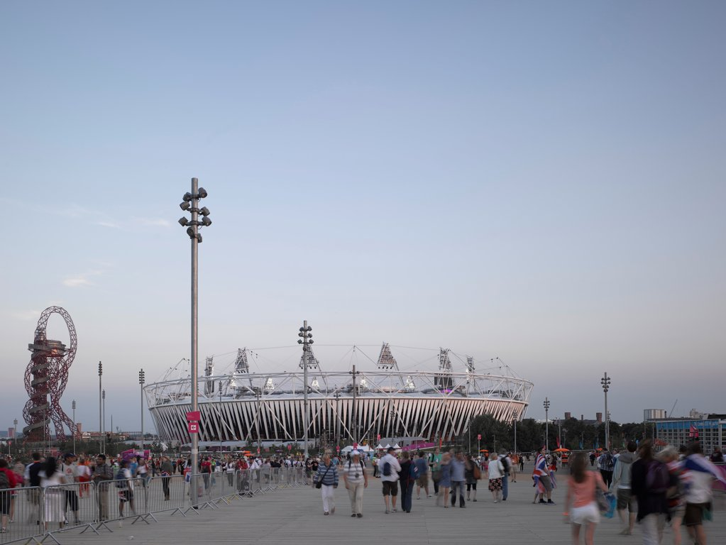 Stock Photo: 1801-74587 Olympic Stadium London 2012, London, United Kingdom. Architect: Populous, 2012. Evening light with visitors during the London 2012 Olympics.