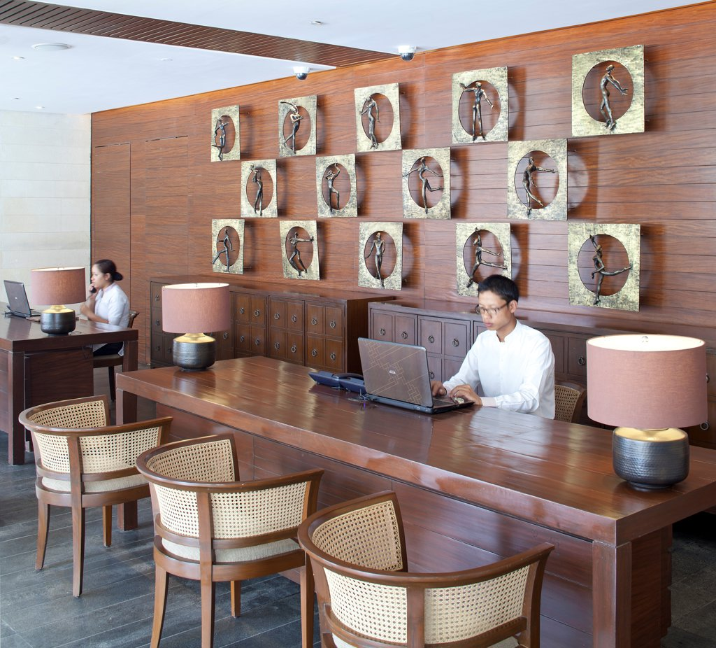 Alila Bangalore Hotel and Apartments, Bangalore, India. Architect: Allies and Morrison, Hundred Hands, 2012. Reception desk with sculptural art installation. : Stock Photo