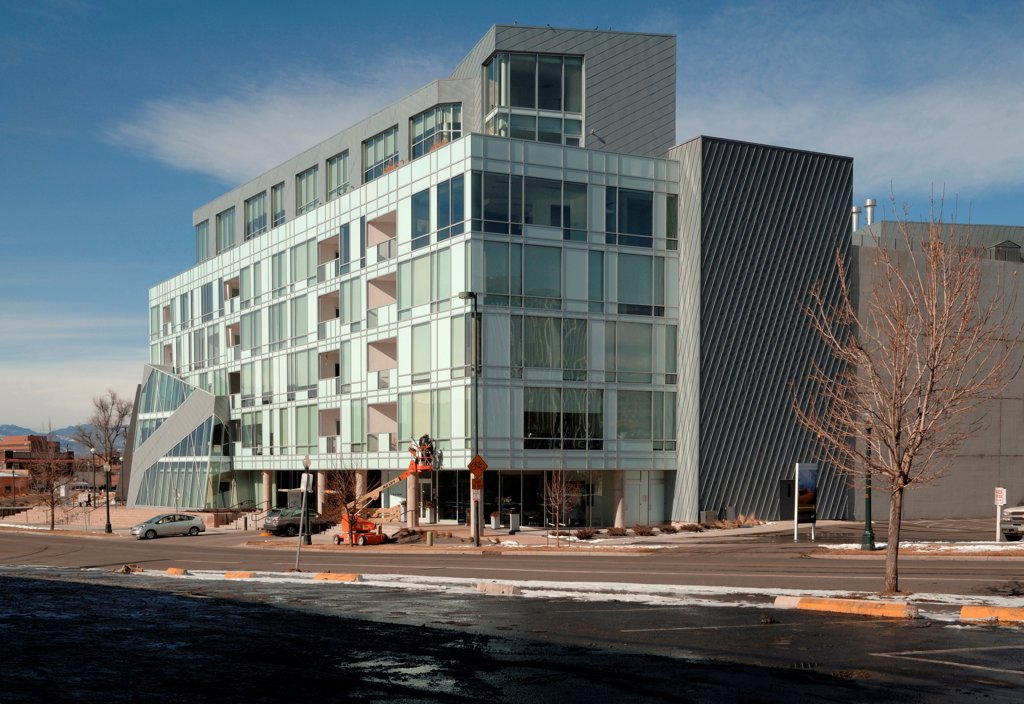 Denver Art Museum Residences, Denver, United States. Architect: Daniel Libeskind and Davis Partnership Architects, 2006. Exterior view. : Stock Photo