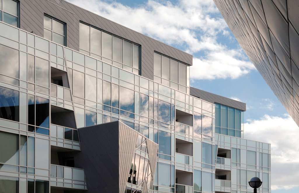 Denver Art Museum Residences, Denver, United States. Architect: Daniel Libeskind and Davis Partnership Architects, 2006. Detail of facade. : Stock Photo