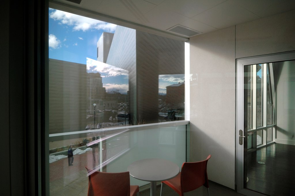 Denver Art Museum Residences, Denver, United States. Architect: Daniel Libeskind and Davis Partnership Architects, 2006. View of the museum from inside a flat. : Stock Photo