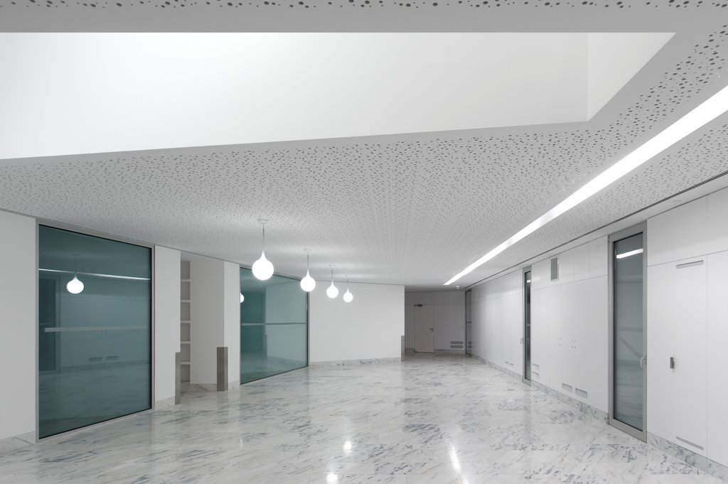 Stock Photo: 1801-77052 House for Elderly People, Alcaçer do Sal, Portugal. Architect: Francisco Aires Mateus Arquitectos, 2011. Interior lobby with skylight.