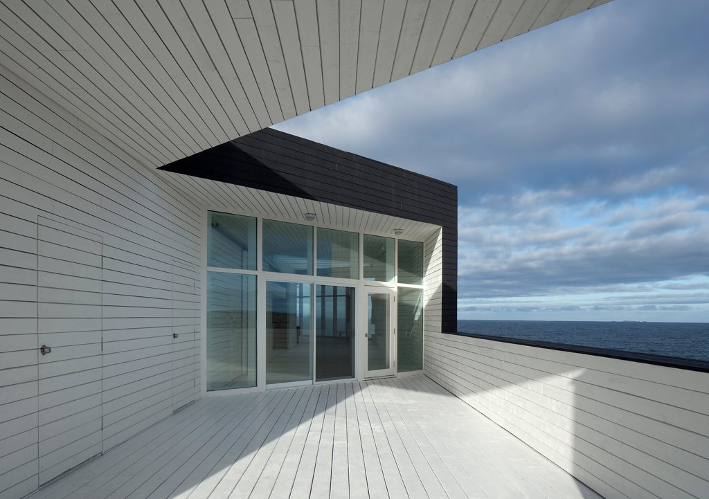Long Studio, Fogo Island, Canada. Architect: Todd Saunders, 2011. View of main door from studio terrace. : Stock Photo