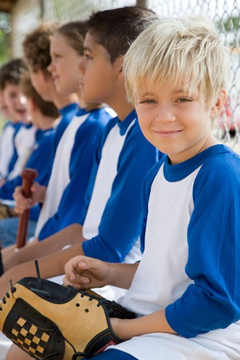 Side view youth league baseball team : Stock Photo