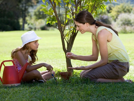 A mother with her young daughter gardening : Stock Photo