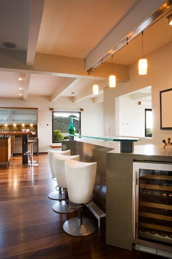 Modern Wet Bar with Raised Glass Countertop : Stock Photo