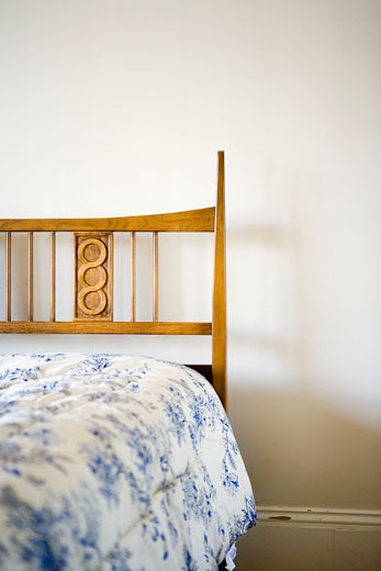 Stock Photo: 1806R-7594 Small twin bed with blue and white comforter