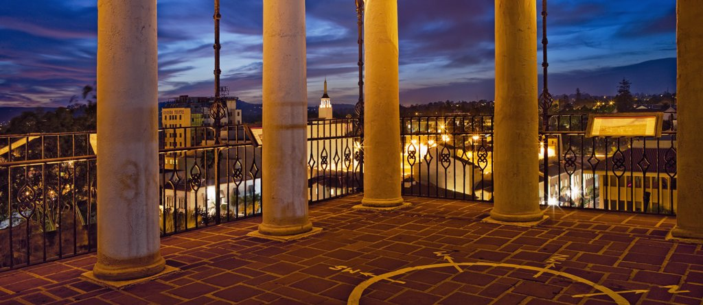 Twilight view of santa barbara from courthouse clock tower : Stock Photo