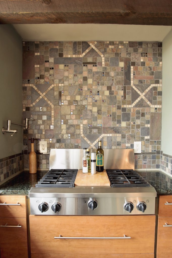 Stove top and decorative tile backsplash : Stock Photo