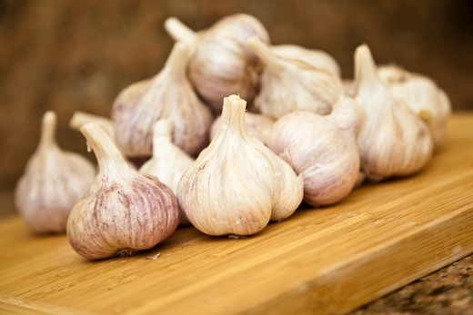 Garlic on a cutting board : Stock Photo