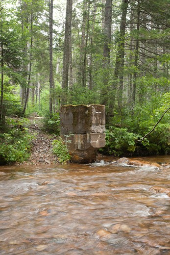 Pemigewasset Wilderness - Remnants of the Anderson Brook gage from the 1911 study at Stillwater Junction in Lincoln, New Hampshire USA. A timber trestle along the old East Branch & Lincoln Railroad was located just below this gage abutment. : Stock Photo