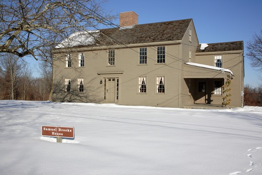 Minute Man National Historical Park..Samuel Brooks house during the winter months. Located in Concord, Massachusetts USA along the Battle Road Trail : Stock Photo