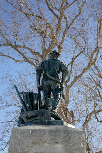 Minute Man National Historical Park...The Minute Man statue next to North Bridge during the winter months. Located in Concord, Massachusetts USA : Stock Photo