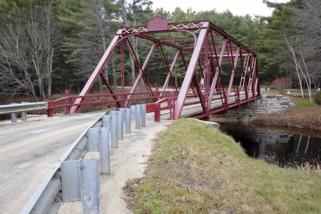 Ryefield Bridge during the autumn months. Located in Otisfield, Maine USA...This is the last remaining suspension bridge of its style in the State of Maine and is listed on the National Register of Historic Places : Stock Photo