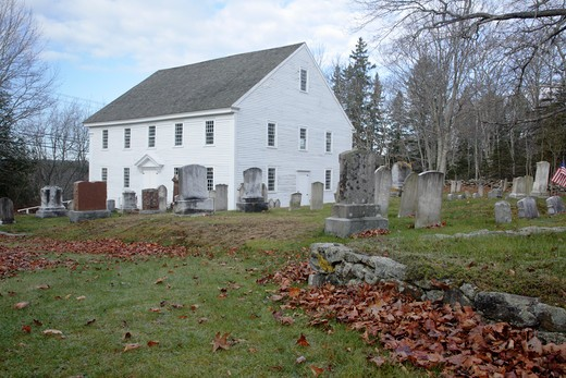 Harrington Meeting House during the autumn months. Located in Bristol, Maine USA This Meetinghouse is listed on the National Register of Historic Places : Stock Photo