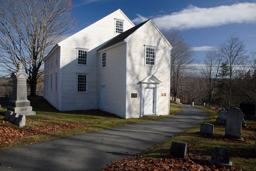 German Lutheran Meetinghouse during the autumn months. Located in Waldoboro, Maine USA This church and cemetery is listed on the National Register of Historic Places and is one of the three oldest chruches in Maine : Stock Photo