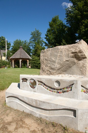 A piece of Sawyer Rock in a small town park in Bartlett, New Hampshire USA. : Stock Photo
