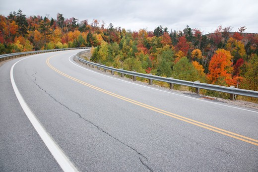 Kancamagus Pass during the autumn months along the Kancamagus Highway (route 112) which is one of New England's scenic byways. Located in the White Mountains, New Hampshire USA : Stock Photo