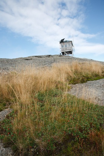Cardigan Mountain Tower on Cardigan Mountain in Orange , New Hampshire USA. This fire tower was in operation from 1924-present : Stock Photo
