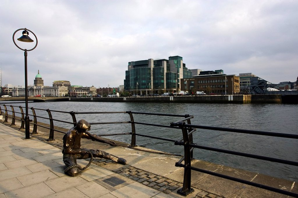 Stock Photo: 1812-10005 Docker sculpture on waterfront, Dublin City, County Dublin, Ireland