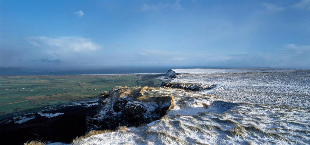 Stock Photo: 1812-10300 Irish Snow Scenes, Co Derry, Magiligan From Bineveragh,